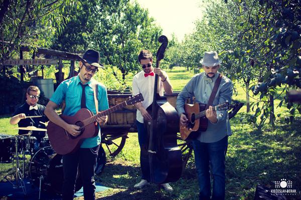 Vanya Con Trios
